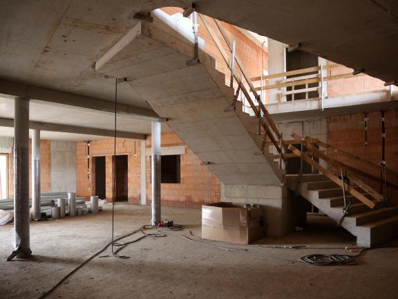 Foyertreppe und Speiseraum